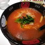 元祖トマトラーメンと辛麺とトマトもつ鍋 三味 - トマトラーメン
