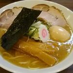 自家製熟成麺 吉岡 - ラーメン 800円(味玉トッピング100円)