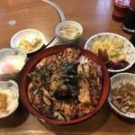 97139518 - サービス丼(もも肉三枚増)、鶏のにこごり(小)、大根おろし(小)、上新香、温泉卵