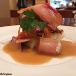 エヴィエ - 真鯛のポワレ桜姫鶏のスモーク サラダ仕立て
