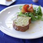 レストラン ボンヌママン ノブ - ホーレン草とベーコンのキッシュとケークサレ