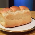 PARADIS - 湯種食パン@380円:ふんわり。そして、モチッと。甘味があり、うんまい。なによりリーズナブル。