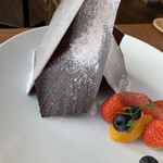 CAFÉ de ROMAN - 薄くてパリパリのチョコレートが見えます