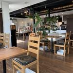 CAFÉ de ROMAN - 店内も雰囲気良いです