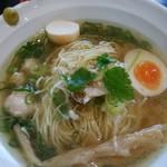 麺や hide - マグロ出汁の中華そば白醤油仕立800円