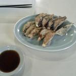 新華苑 - 料理写真:餃子