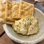 炭火焼き 煙 - (2018.11)病みつきクリームチーズクラッカー添え