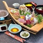 徳造丸 魚庵 - クリスタル石焼と大漁船盛り刺身膳