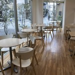 ママのえらんだ元町ケーキ - 明るく上品なテーブル席側(2018.11.24)