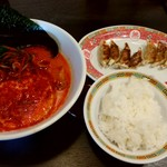まるちゅう - ピリ辛赤丸+餃子セット