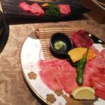 響亭 - (上)冷麺セットのお肉♪(下)特選ランチのお肉♪