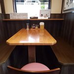 ラーメン大桜 - テーブル席
