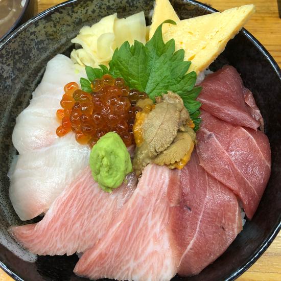 海鮮丼まるきた1号店>