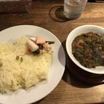 97171418 - 青菜と鶏肉のカレー(980円)