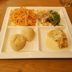 97186205 - 明太子スパゲティ、冷菜各種、オムレツ、プチフォカッチャ