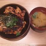 97187704 - 炭火焼鳥丼:650円