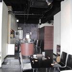 ミルクティー - カウンター席・テーブル席に加え、女子会や合コンにヨサゲなソファ席の個室もあります。