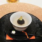 ナベノ-イズム - 江戸そばほそ皮の蕎麦掻、昆布のジュレとキャビア、ウォッカクリーム、山葵