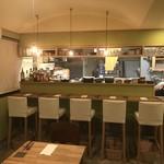 イタリア食堂 Necco - テーブルとカウンター