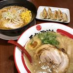 ラーメンのまめぞう - 料理写真:濃厚味噌ラーメン ¥799 / まめぞう特製焼餃子(5個)¥300 / まめぞうラーメン ¥699