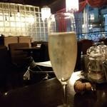 カフェ ラ・ボエム - シャンパン(スパークリングワインかも)