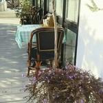 ハナミズキ カフェ - テラス席にルイボスティどうぞ!とありました