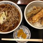 97199263 - 《天丼とそばセット》900円(税込)                       海老天、野菜天3種