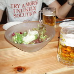 9720431 - お通しのサラダと生ビール