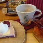 サロン ド テ クリハラ - 紫いものチーズケーキ