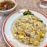 97204786 - チャーハン 590円                       提供された段階で皿の周りに米が飛び散ってます。笑                       ちょっと、飛び散り過ぎ 笑笑