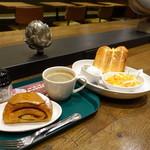 プロント - モーニングトーストセット(440円)、左手はジョアンのパン