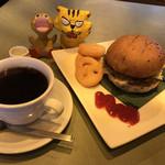ベル珈琲店 - 料理写真:ハンバーガーモーニング600円(税込)