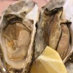 ル ビストロ - 仙鳳趾産の牡蠣。身の肥え方が尋常じゃない。