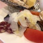 ル ビストロ - 無角和種のサラミと鰆。チーズとカラスミを添えて。