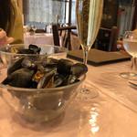 ル ビストロ - ムール貝とシャンパン。