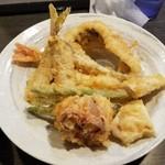 97215059 - 小吉盛り:海老、穴子、鰯、蛸、ガッチョ、鶏ムネ肉、インゲン