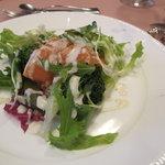 バン・マリー - 料理写真:前菜 スモークサーモンのサラダ