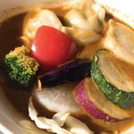 Kuu - エビ餃子とニラ餃子の野菜カレー