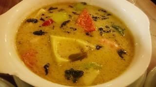 タイの食卓 クルン・サイアム 中目黒店 - ゲーン・キィヤオ・ワーン・クン・アボカド