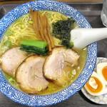 らぁめん とん平 - 料理写真:塩らぁめん_820円、味たま_120円