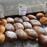 97230970 - 甘い系のパンですが沢山ある〜