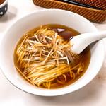 97231056 - ねぎそば。雞スープ、滷水、八角以上おわり! なストレイトな味。こういうのは素直に嬉しい。