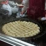 小陽生煎饅頭屋 - 小籠包を揚げ焼き