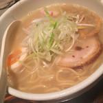 中華ソバ 櫻坂 - 味玉鶏白湯ラーメン