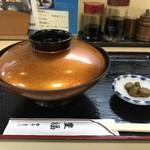 豊福 - 丼は、きちんと蓋付きの塗りの器ででてきますよ!(2018.11.25)