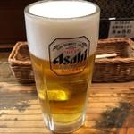 法善寺横丁 やき然 - 生ビール(中) 610円。