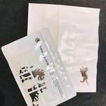 とらや 赤坂店 - 紙袋は案内さんがくれました。
