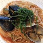 ベイビーズ ブレス - 北海アサリとムール貝大葉のスパゲティトマトのソース