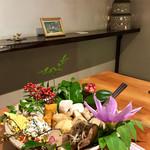 やまざき酒舗 - 料理写真:盛り付けも美しい看板料理