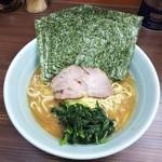 97257754 - ラーメン650円麺硬め油多め。海苔増し50円。